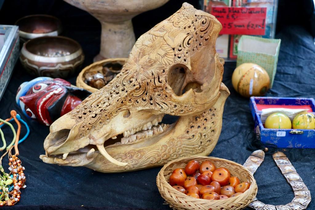 Baffling find at the flea-/ antique market 😉 by momamo