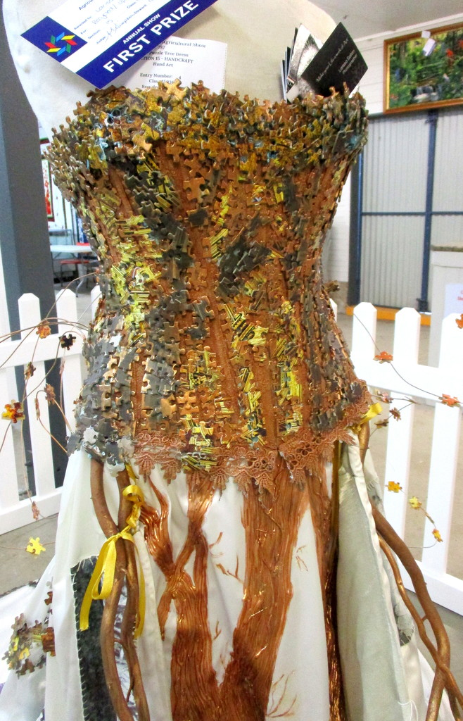 Close-up of the Jigsaw bodice by 777margo