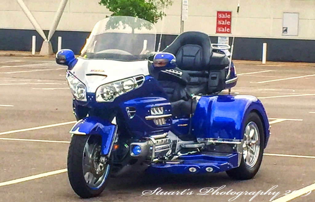 Luxury on three wheels  by stuart46
