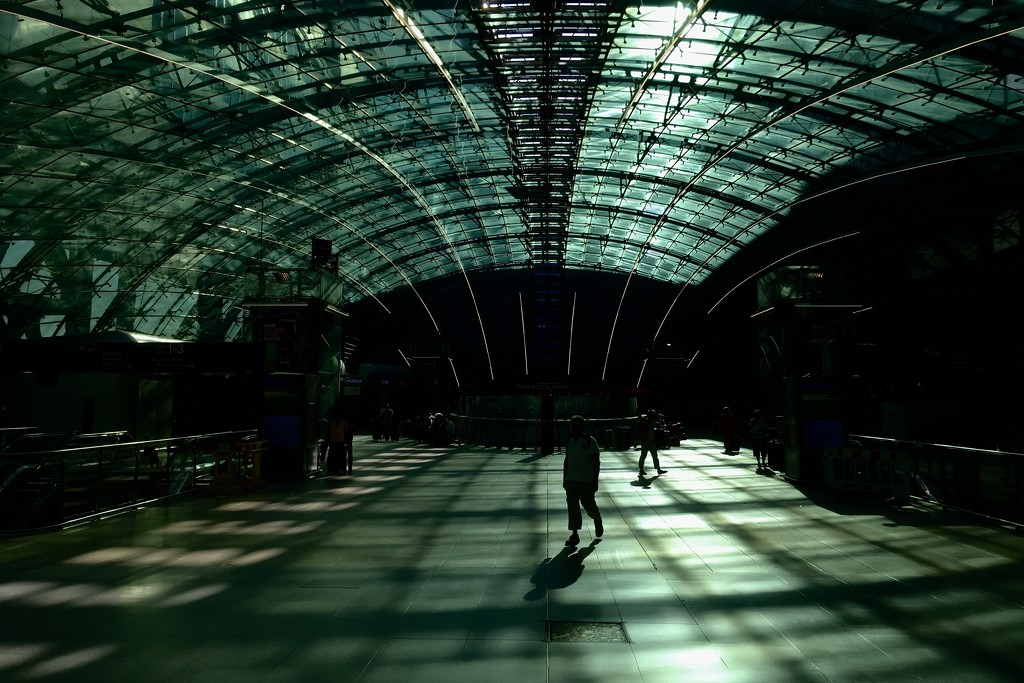 Frankfurt airport train station  by vincent24