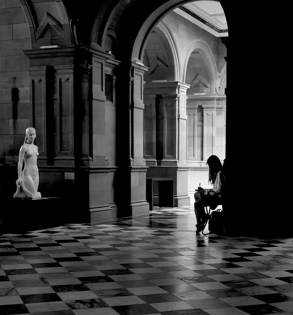 Statuesque by rexcomu