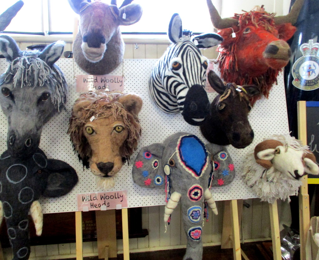Animals made out of felt at the KNITFEST by 777margo