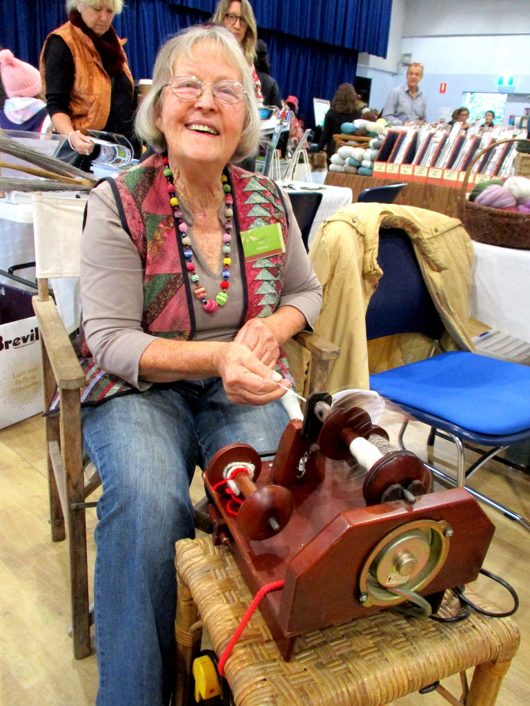 Happy spinner, using a battery operated machine by 777margo