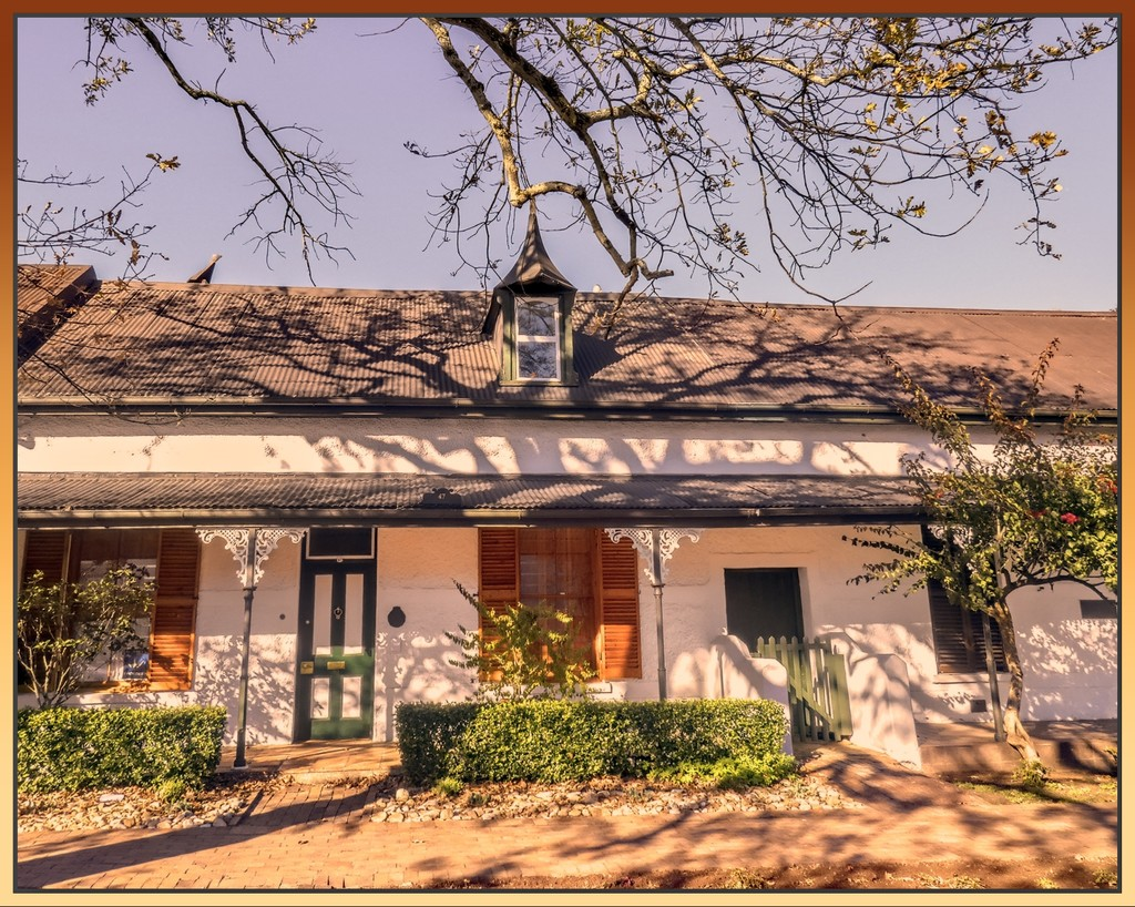 One of the old homes in Stellenbosch. by ludwigsdiana
