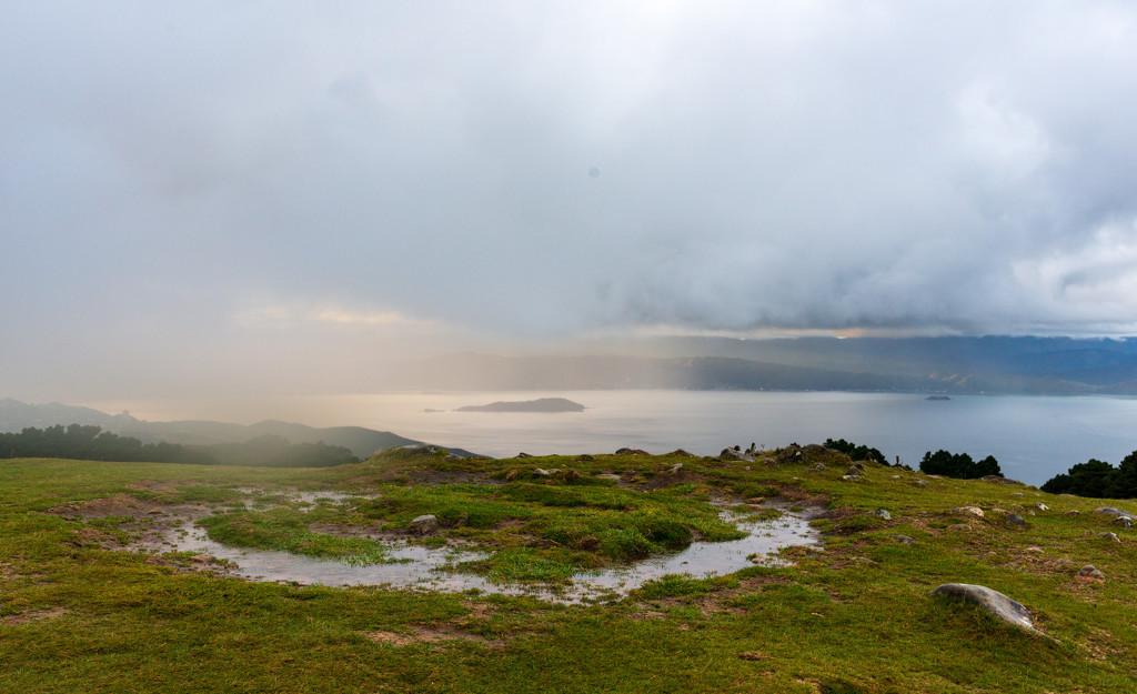 Race the Rain on Mt KauKau by yaorenliu
