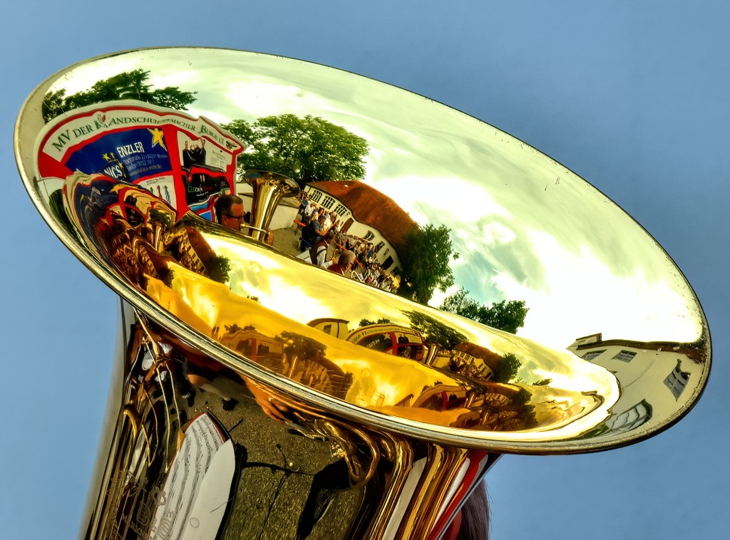 Reflections in a Tuba by ludwigsdiana