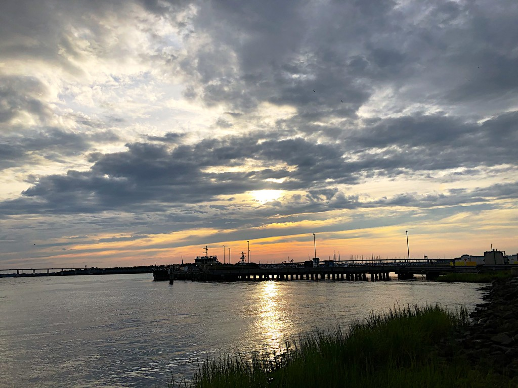 Sunset at the Battery, Charleston  by congaree