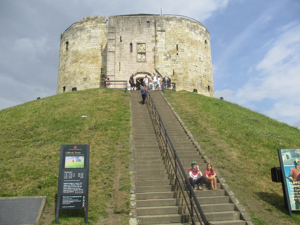 Clifford's Tower by foxes37