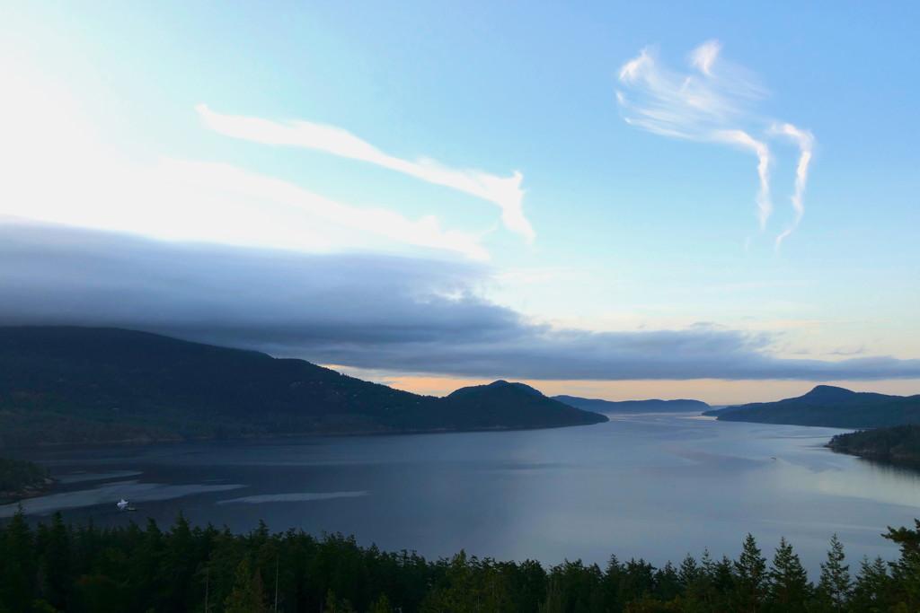 Dawn on East Sound by redy4et