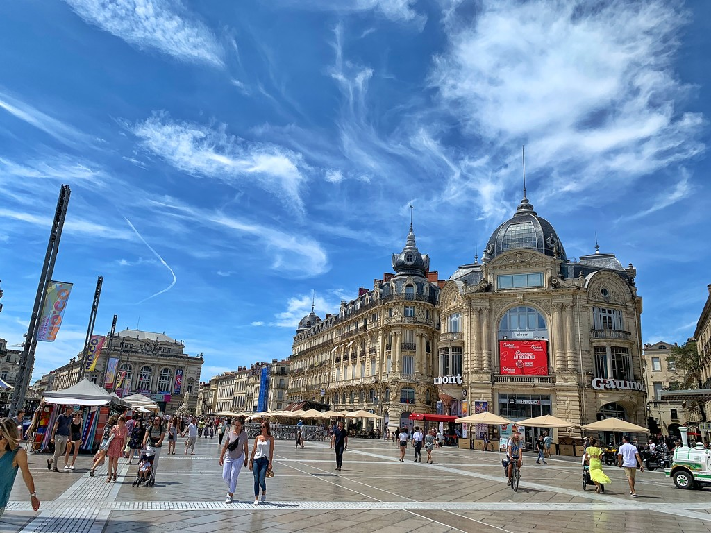 Comédie square.  by cocobella