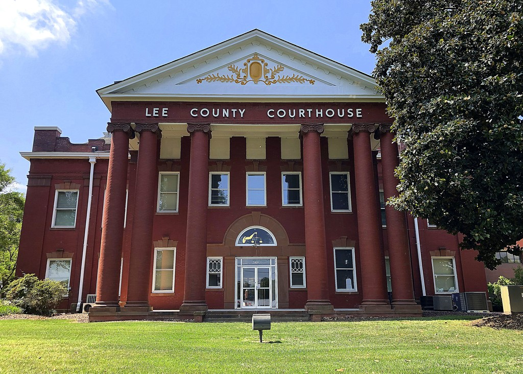 Lee County Courthouse by homeschoolmom