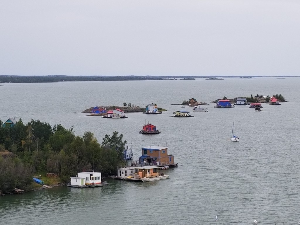 Houseboats on Yellowknife Bay by schmidt