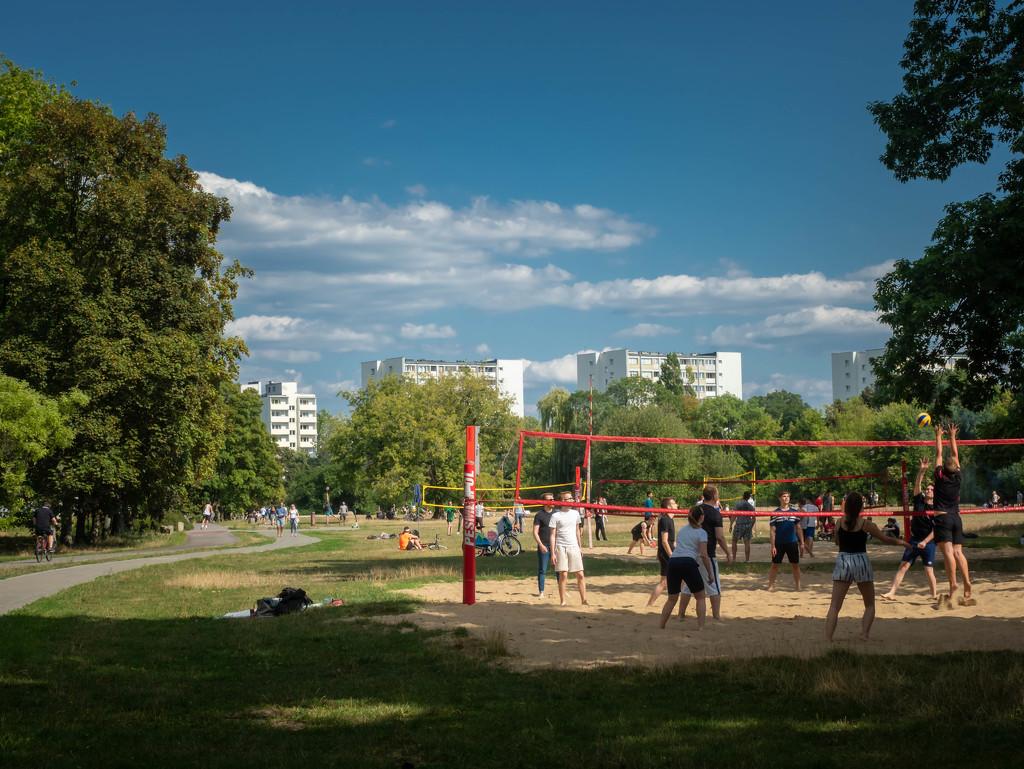 Summer in the city by haskar