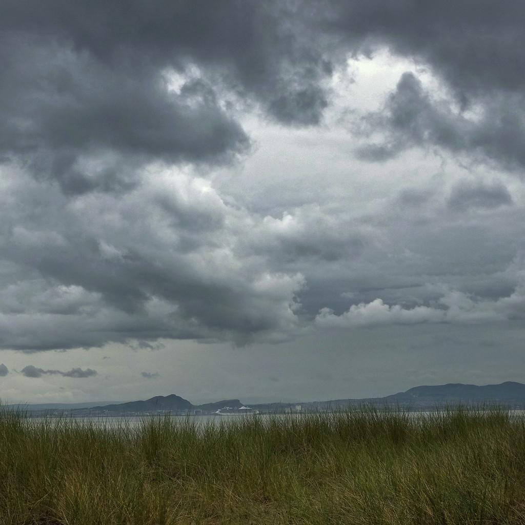 Under a cloud by rexcomu