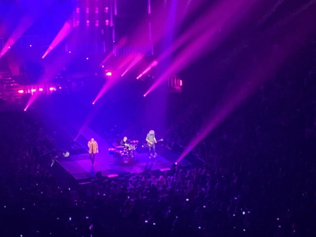 Queen with Adam Lambert  by kdrinkie