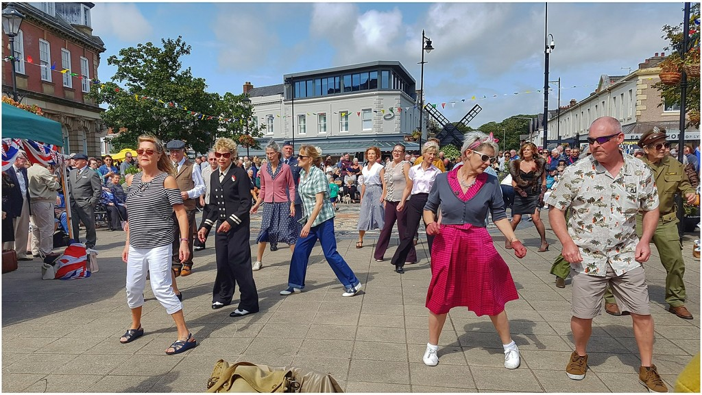 Went to Lytham 1940s weekend yesterday and took some shots of the dancers in the square. Looked great fun by lyndamcg