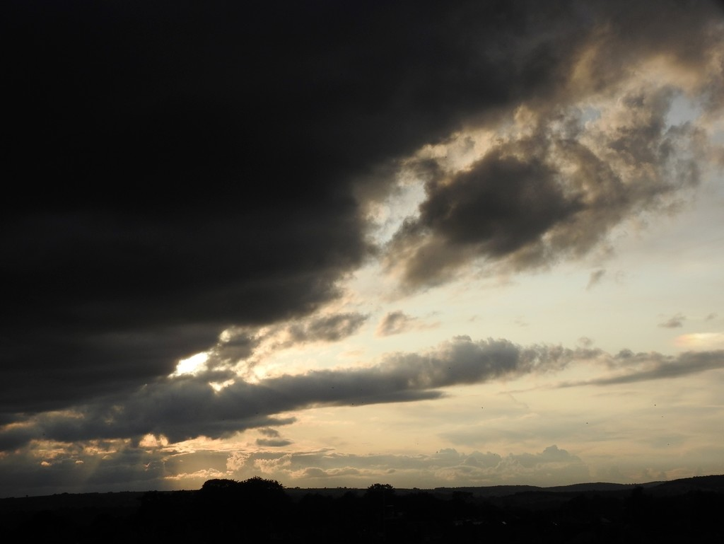 Cloud rolling in this evening by roachling