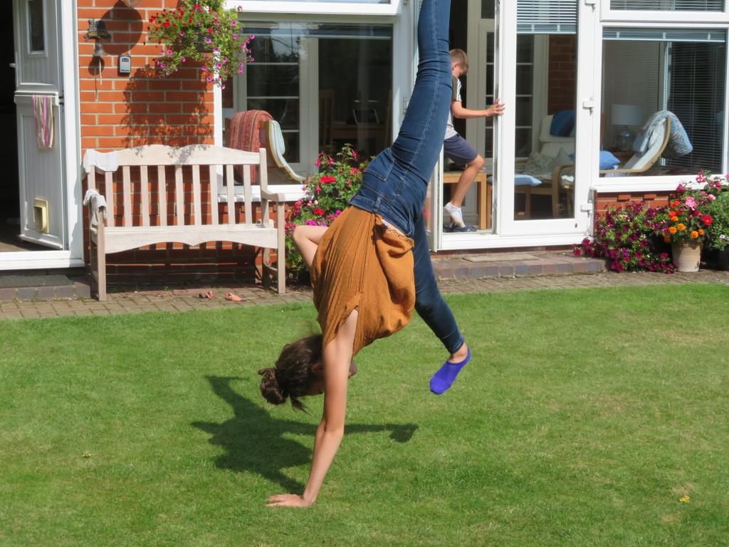 One handed cartwheel by lellie