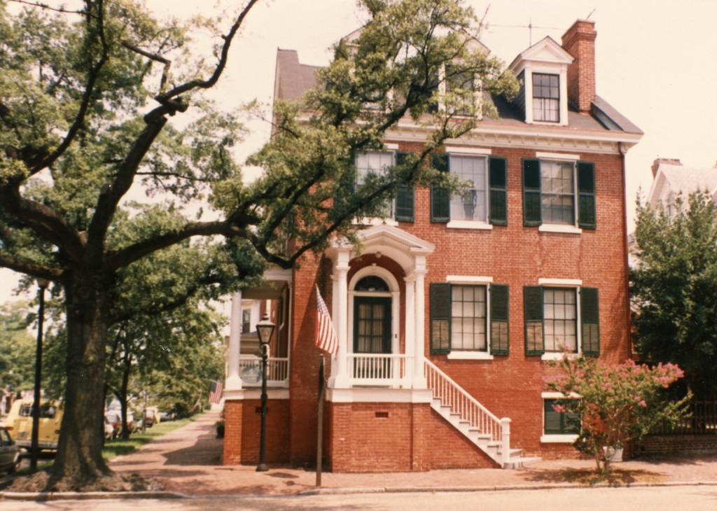 Old Towne, Portsmouth VA  by eudora