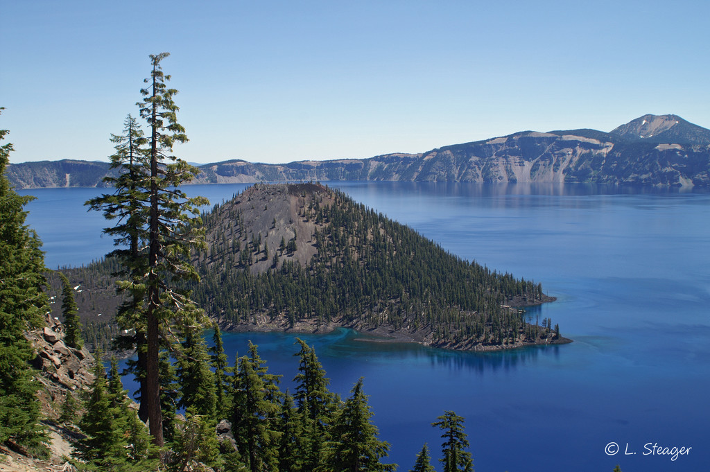 Crater Lake by larrysphotos