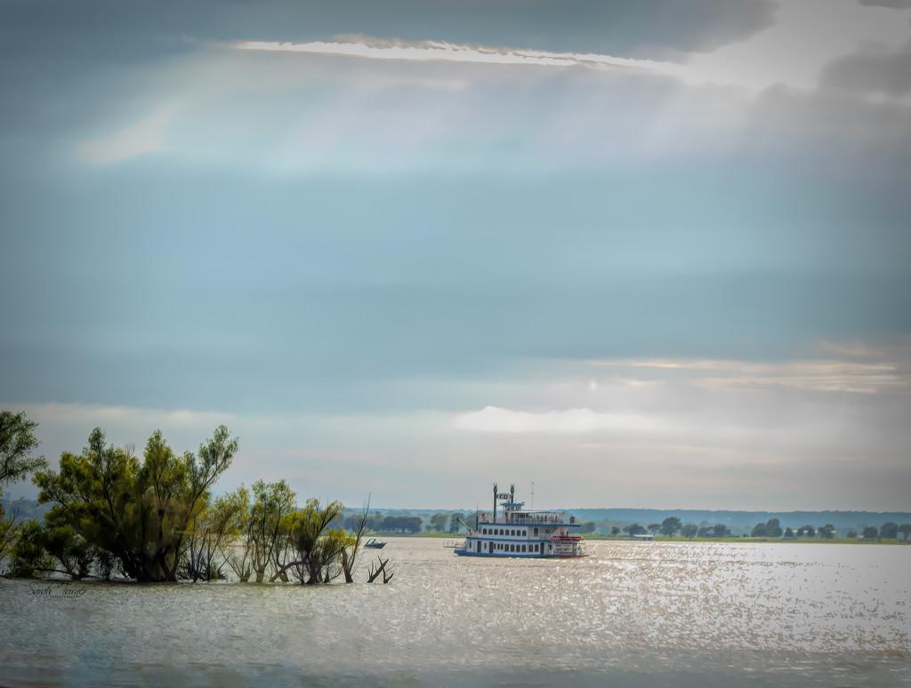 The Grand Lake Queen by samae
