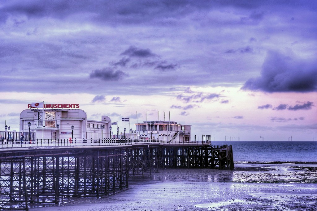 Worthing Pier by 4rky