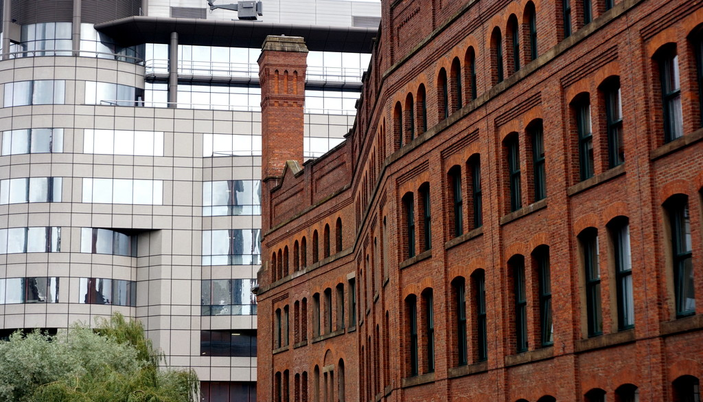 Manchester Juxtaposition by phil_howcroft