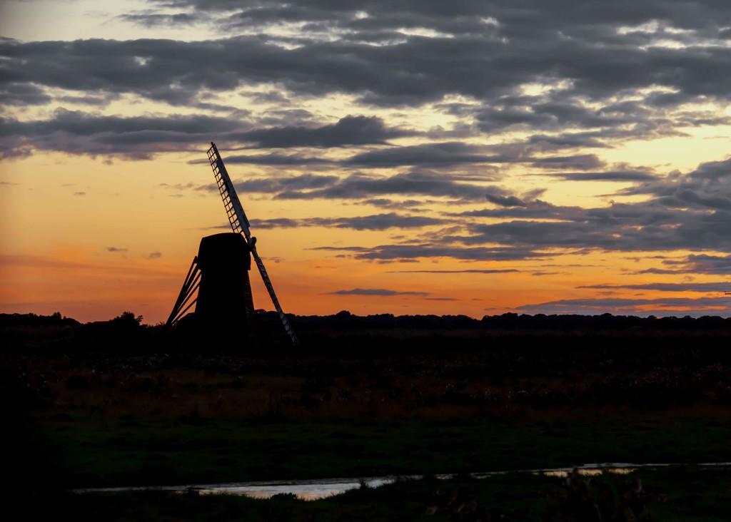 Herringfleet Mill  by shepherdmanswife