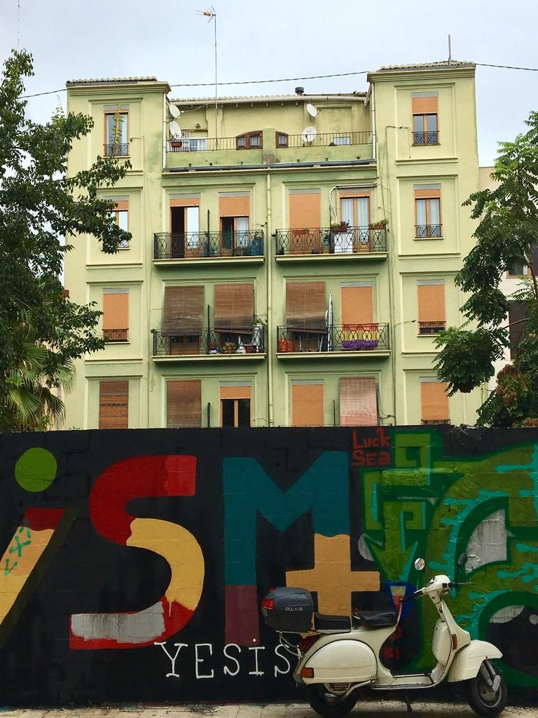 Valencia  by momamo