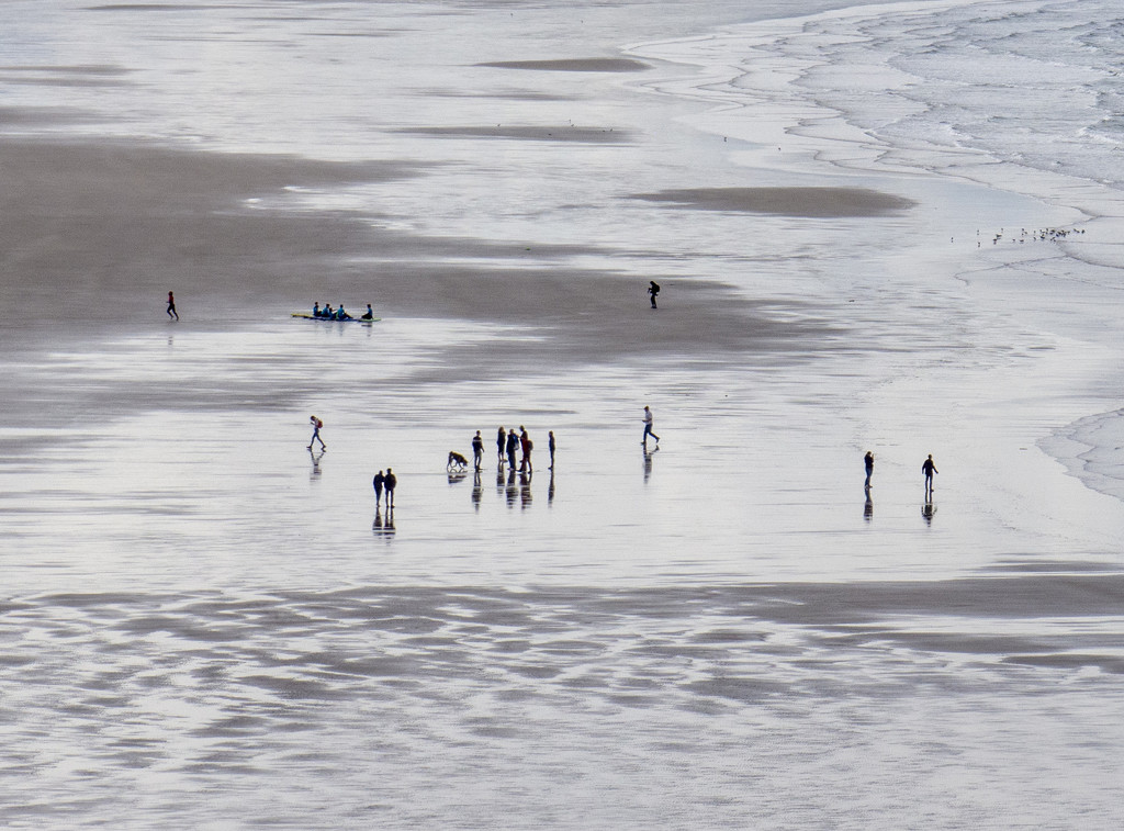 Morning walkers on Inch Strand by ksmale