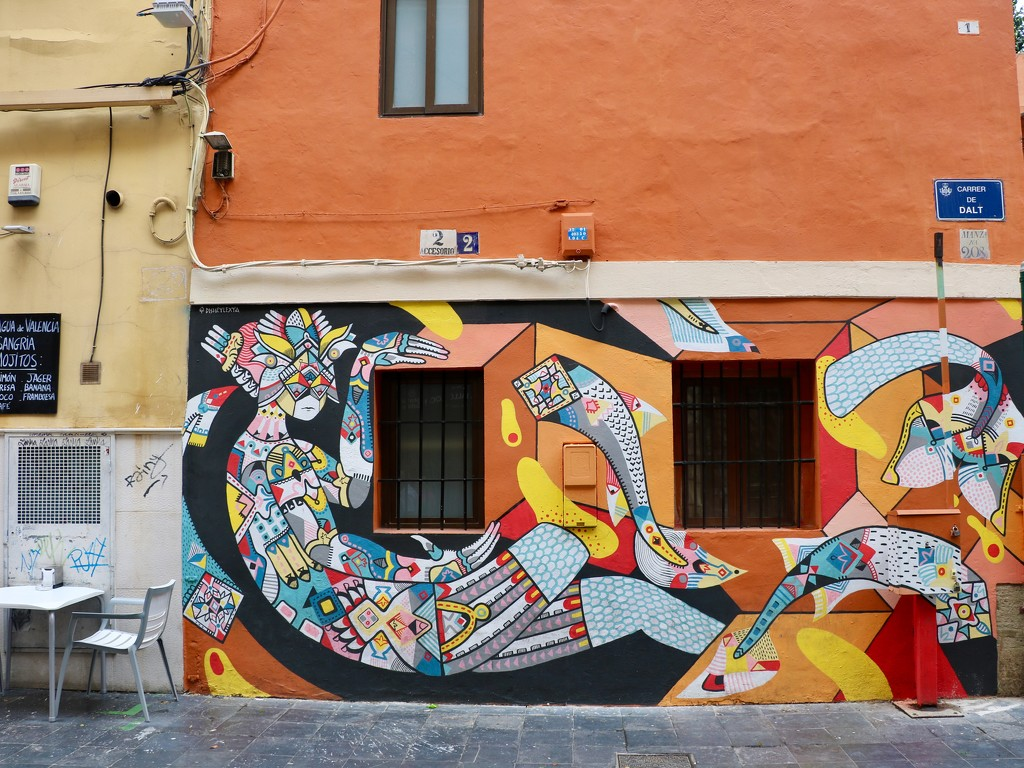 Valencia, city of murals (1) by momamo