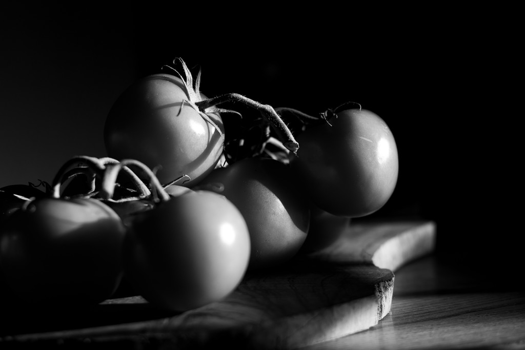 Tomatoes in black by angelikavr