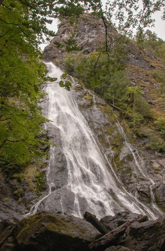 Rocky Brook Falls by susanharvey