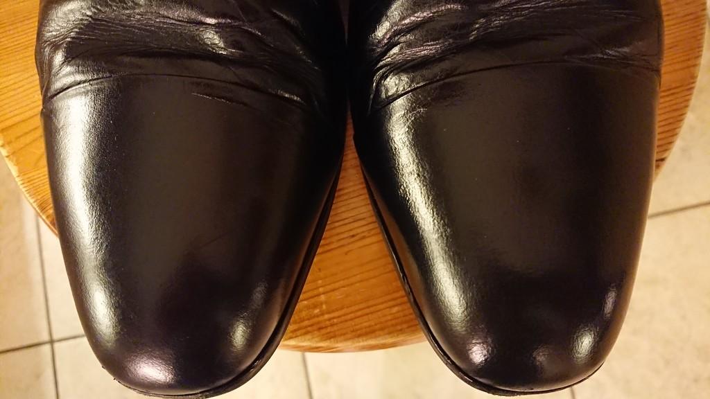 Shoe shine...  by peadar