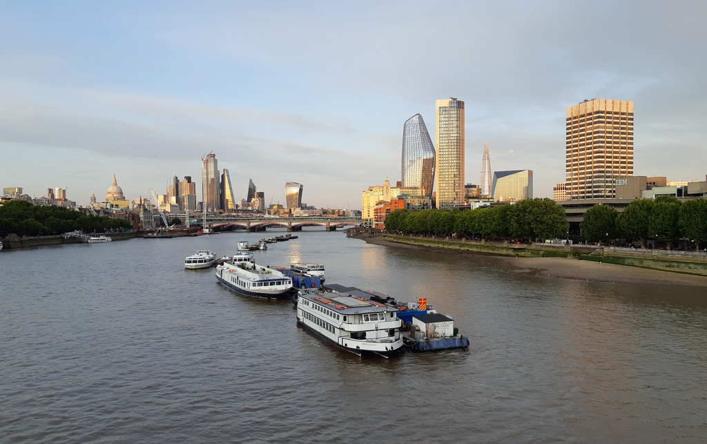 17th Aug Thames early eve 2 by valpetersen