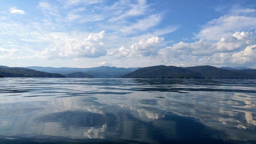 Lake Jocassee by harbie
