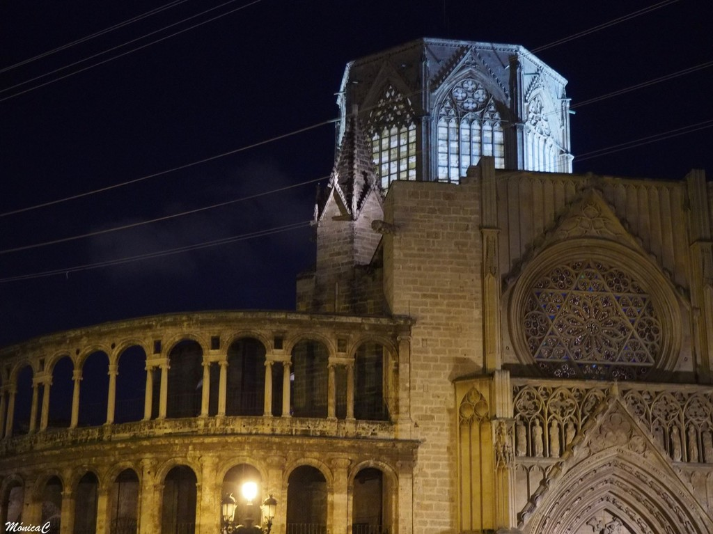 The Cathedral al Night by monicac