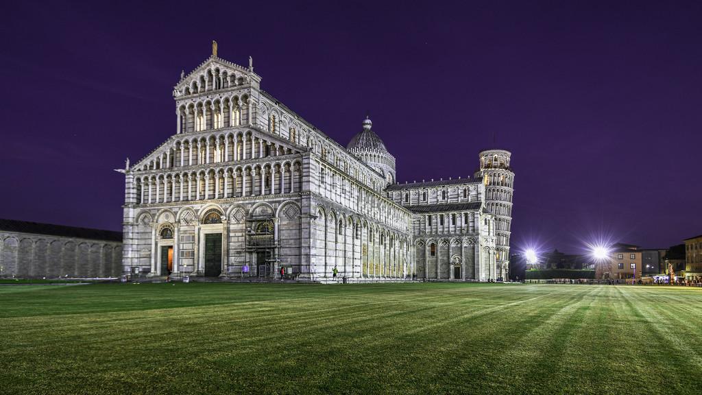 The Leaning Tower of Pisa by paulwbaker