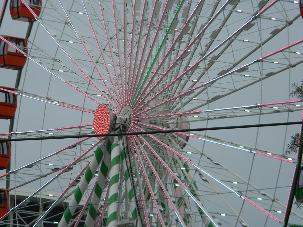 Ferris Wheel with Lights by sfeldphotos