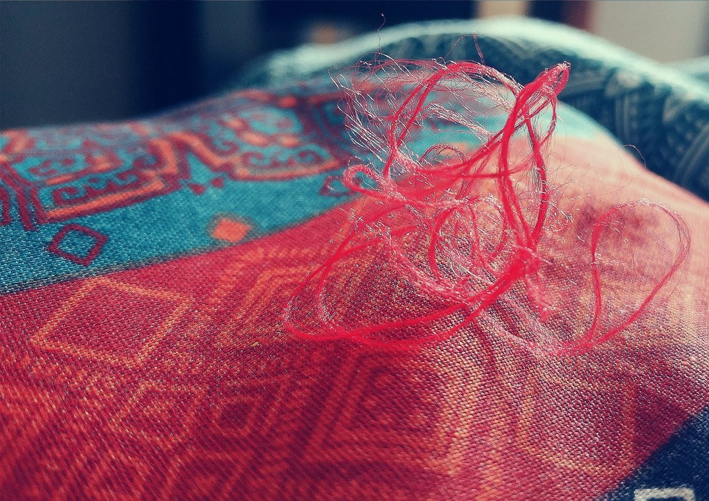 A loose thread by sabresun