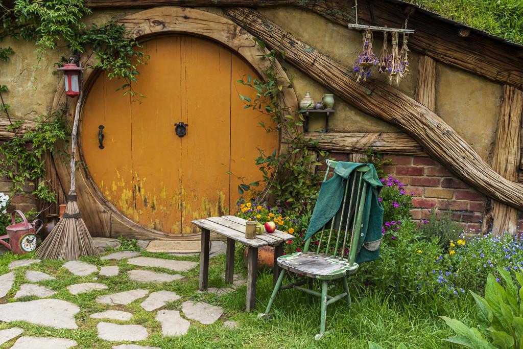 Hobbit Hole Doorway by nickspicsnz