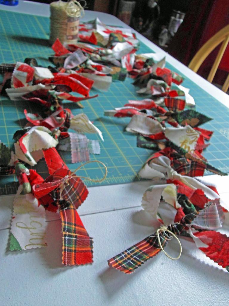 Christmas garland craft by homeschoolmom