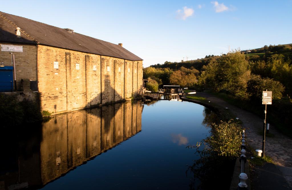 Rochdale Canal Lock No 2 by peadar
