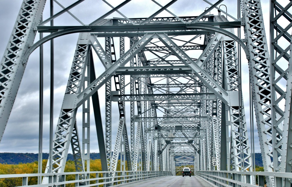 Crossing the Mississippi River  by lynnz
