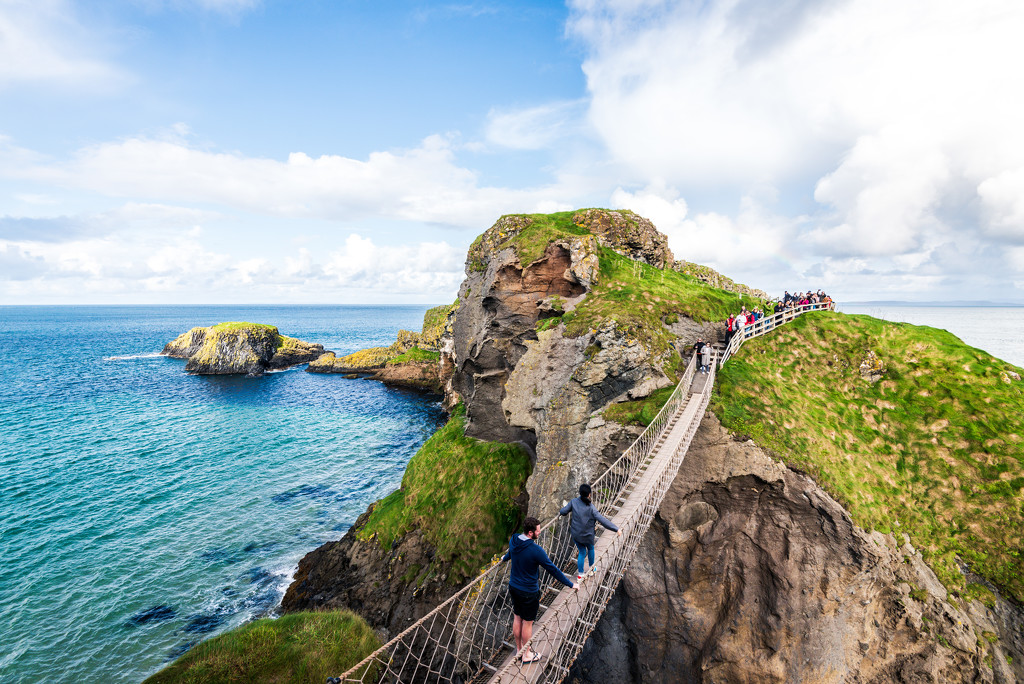 Carrick-a-Rede Bridge by kwind