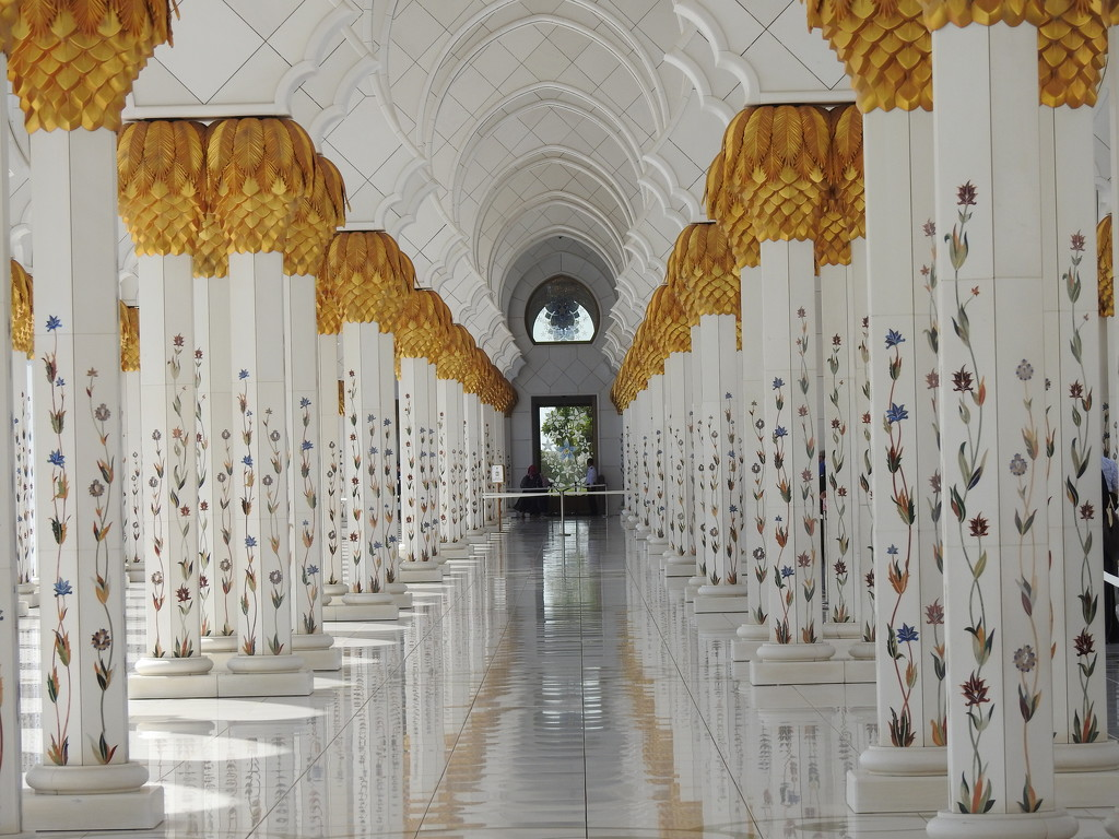 Inside The Grand Mosque  by susiemc