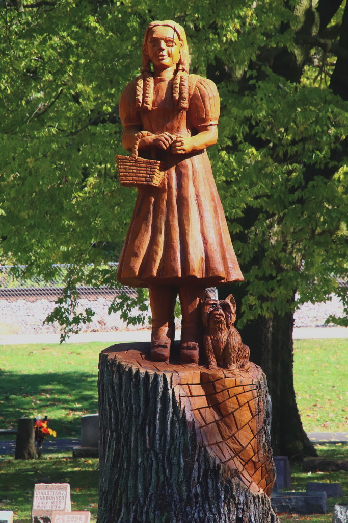 Dorothy Tree Carving by randy23