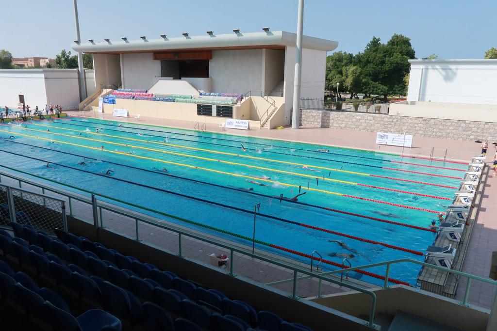 A very long pool by ingrid01
