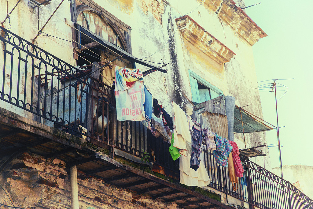 Laundry day in Old Havana by pdulis