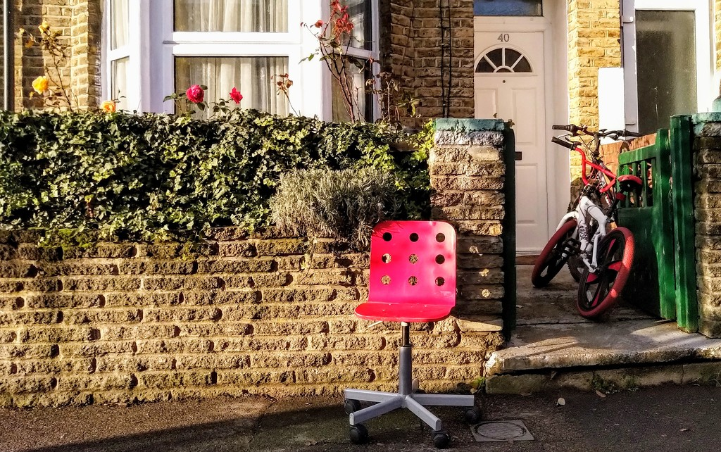 Dumped red chair by boxplayer